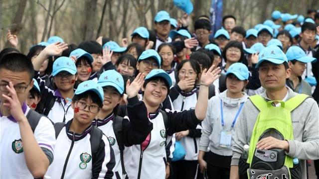 衡水举办40公里远足活动 共3000余人参加