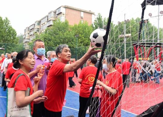 石家庄桥西区华柴社区举行党员趣味运动会