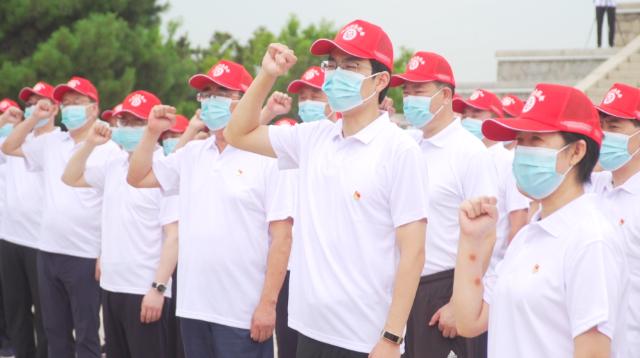 秦皇岛北戴河:万名志愿者服务保障旅游旺季